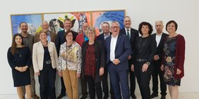 von links nach rechts: Dr. Dorota Kempter (IG BAU), Markus Kling (ver.di), Doro Moritz (Vorsitzende GEW BW), Martin Kunzmann (Vorsitzender DGB BW), Kai Rosenberger (Landesvorsitzender BBW Beamtenbund Tarifunion), Margarete Schaefer (stellv. Landesvorsitzende BBW Beamtenbund), Hans-Jürgen Kirstein (Landesvorsitzender GdP), Gabriele Frenzer-Wolf (stellv. Vorsitzende DGB BW), Joachim Lautensack (stellv. Landesvorsitzender BBW Beamtenbund), Alexander Schmid (stellv. Landesvorsitzender BBW Beamtenbund), Jörg Feuerbach (stellv. Landesvorsitzender BBW Beamtenbund), Michaele Gebele (stellv. Landesvorsitzende BBW Beamtenbund), Gerhard Brand (stellv. Landesvorsitzender BBW Beamtenbund), Susanne Hauth (Geschäftsführerin BBW Beamtenbund)