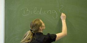 Tafel: Bildung mit Fragezeichen