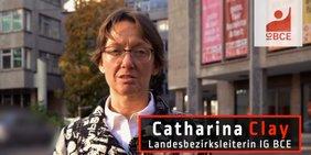 Catharina Clay, Landesbezirksleiterin der IG BCE, vorm Gewerkschaftshaus in Stuttgart