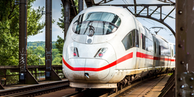 Inter City Express auf Schiene